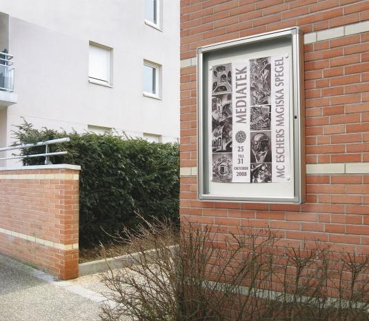 Informationskåp 2000 Vitincom för utomhusbruk.
