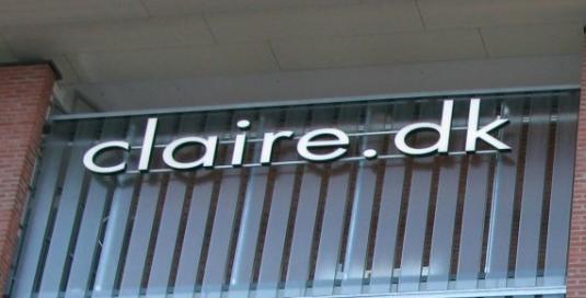 Claire.dk i Sickla Galleria. Diodskylt profil 6 med vitlysande dioder med 20mm LED akryl.