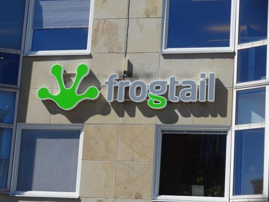 Frogtail: Medborgarplatsen syns denna LED skylt. Profil 6 med vitlysande moduler.