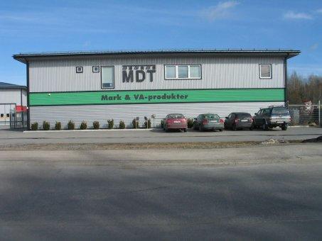Markvaruhuset i Länna. Lösmonterade bokstäver på fasad.