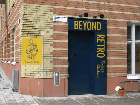 Beyond Retro: Plåtskyltar med folietext.