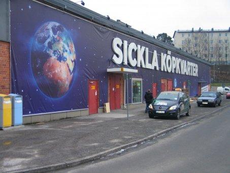 Sickla köpkvarter. Fasadvepa i format 50x4m.