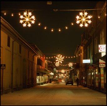 ROV-slinga med B22 lampor och LD 70 stjärna.Vi tillverkar juldekorationerna i vår verkstad. Denna produkt har en lång livslängd, ca 15-20år.