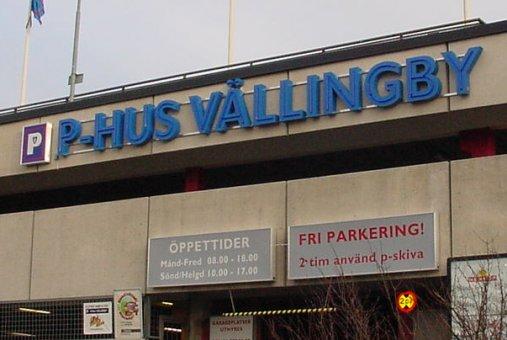 Neonskylt profil 1 utan sargkant, levererad till Stockholms parkering Vällingby. Blålysande centrumrör.
