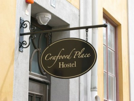 Craffod Place har beställt en smidesskylt med logotype.