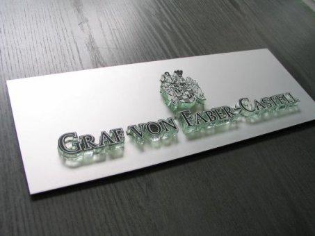 Faber-Castell: Plåtskylt med laserskuren logotype. Profil 10. Monterades i klockaffären NK-huset.