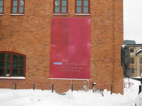 Sickla köpkvarter. Fasadvepa som vi har byt ut mot ett nytt budskap.