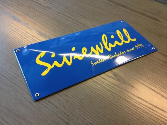 Siviewhill Sweden- Barbados. Kupad emaljskylt med öljetter.