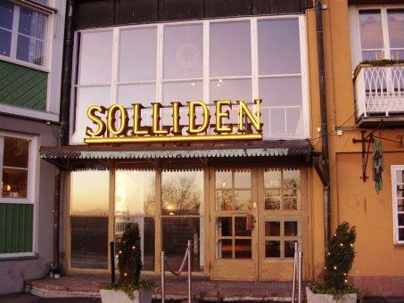 Skansen Solliden. Renoverad neonskylt. Bokstäverna är tillverkade av koppar. Detta är centrumrör.