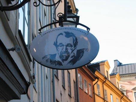 Cornelis Vreeswijksällskapet: Smidesstativ med kupad emaljskylt.