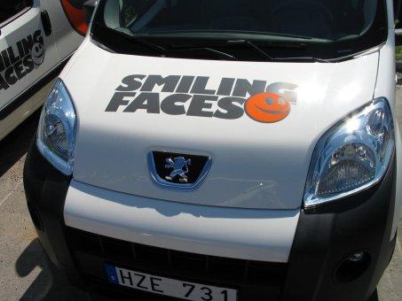Bilfoliering. Logotype av folie.