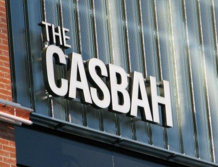 The Casbah Sickla Galleria. Diodskylt profil 6 med svartlackerad bokstavsstomme.