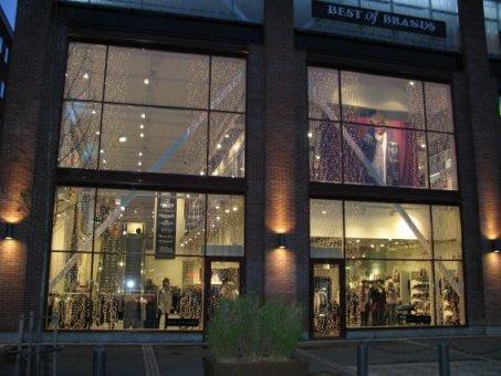 Best of Brands Sickla Köpkvarter. Här har vi monterat 5x2m x 2 draperier.