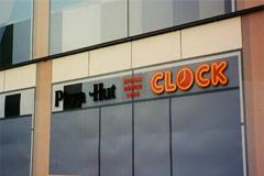 Clock. Vi tillverkade samtliga Clocks skyltar i Sverige på den tiden.