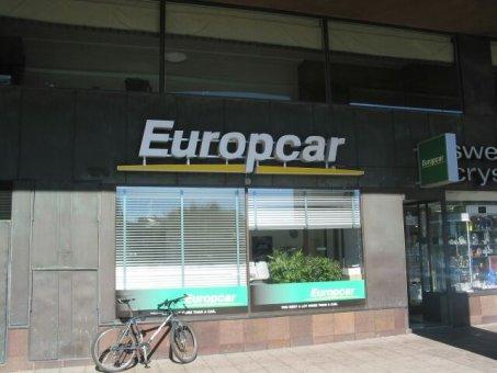 Europcar: Neonskylt profil 5 med plastlist, bokstäver spärrade på aluminiumram.